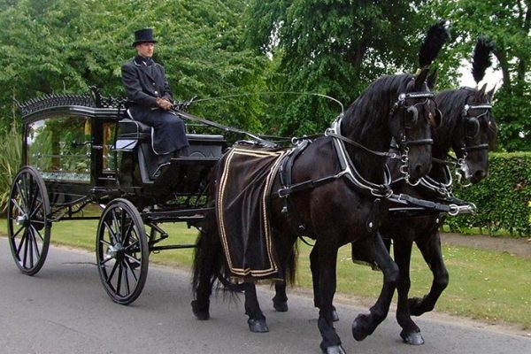 Andrew Anderson and Sons Funeral Directors-funeral_on_road_1_700