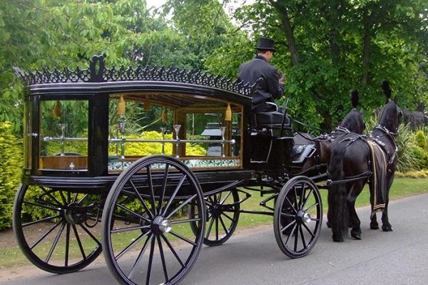 Andrew Anderson and Sons Funeral Directors-funeral_on_road_2_700